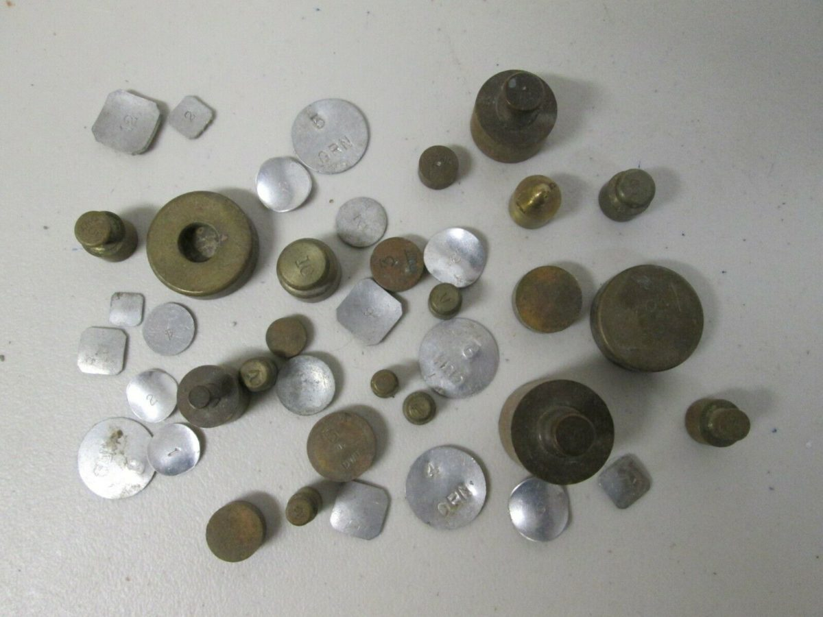 ANTIQUE ASSORTMENT OF VARIOUS SCALE MERCANTILE WEIGHTS USED CONDITION