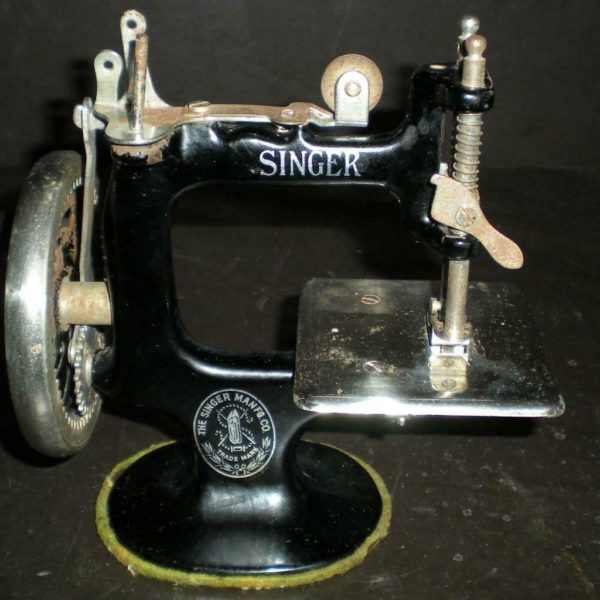 Antique Singer Miniature Sewing Machine Hand Crank  WORKS!!