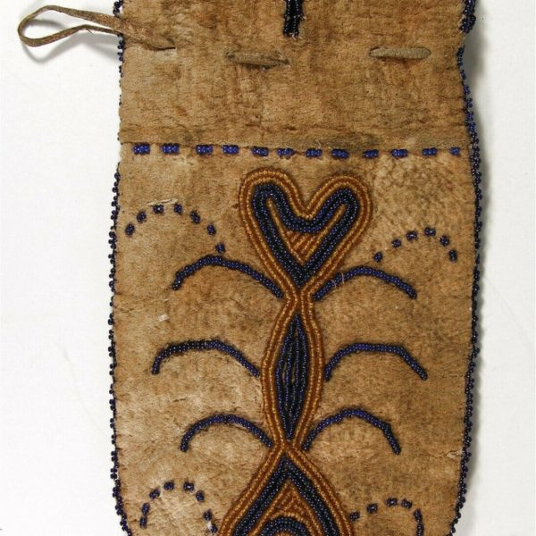 ca1900 NATIVE AMERICAN CROW INDIAN BEAD DECORATED HIDE POUCH / BEADED HIDE BAG
