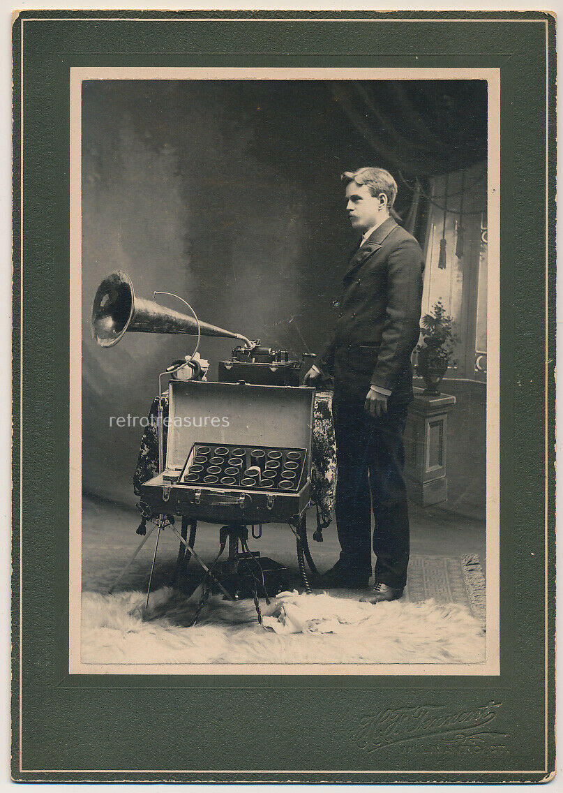 SALESMAN w EDISON VICTROLA PHONOGRAPH CYLINDERS Cabinet Card Photo OCCUPATIONAL