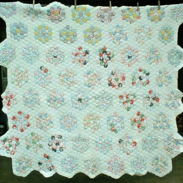ANTIQUE VINTAGE 1930S/40S SWEET GRANDMOTHERS FLOWER GARDEN PATCHWORK QUILT WOW!