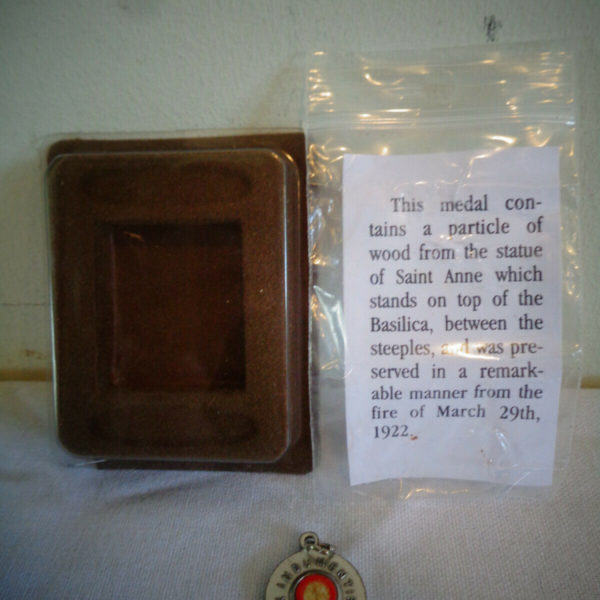 EX INDUMENTIS MEDAL WOOD RELIC FROM SAINT ANNE BASILICA STATUE FROM 3/29/22 FIRE