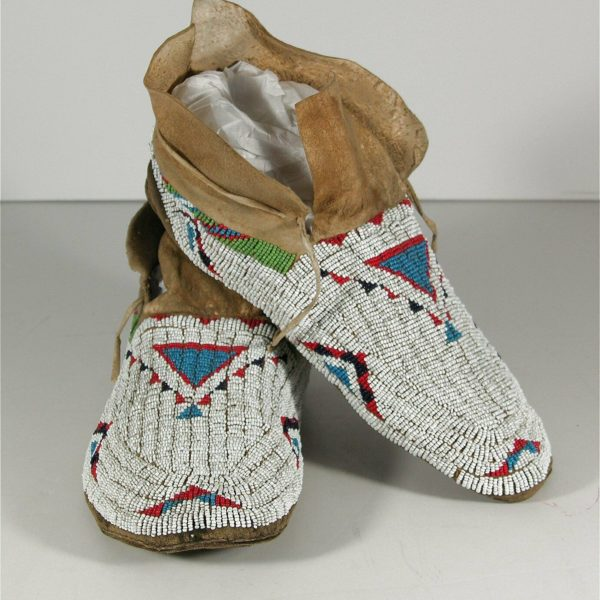 1910s PAIR NATIVE AMERICAN CHEYENNE INDIAN BEAD DECORATED HIDE MOCCASINS #1
