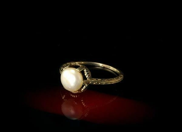 ANTIQUE ART DECO LUSTER PEARL 18K WHITE GOLD ENGRAVED RING A024470