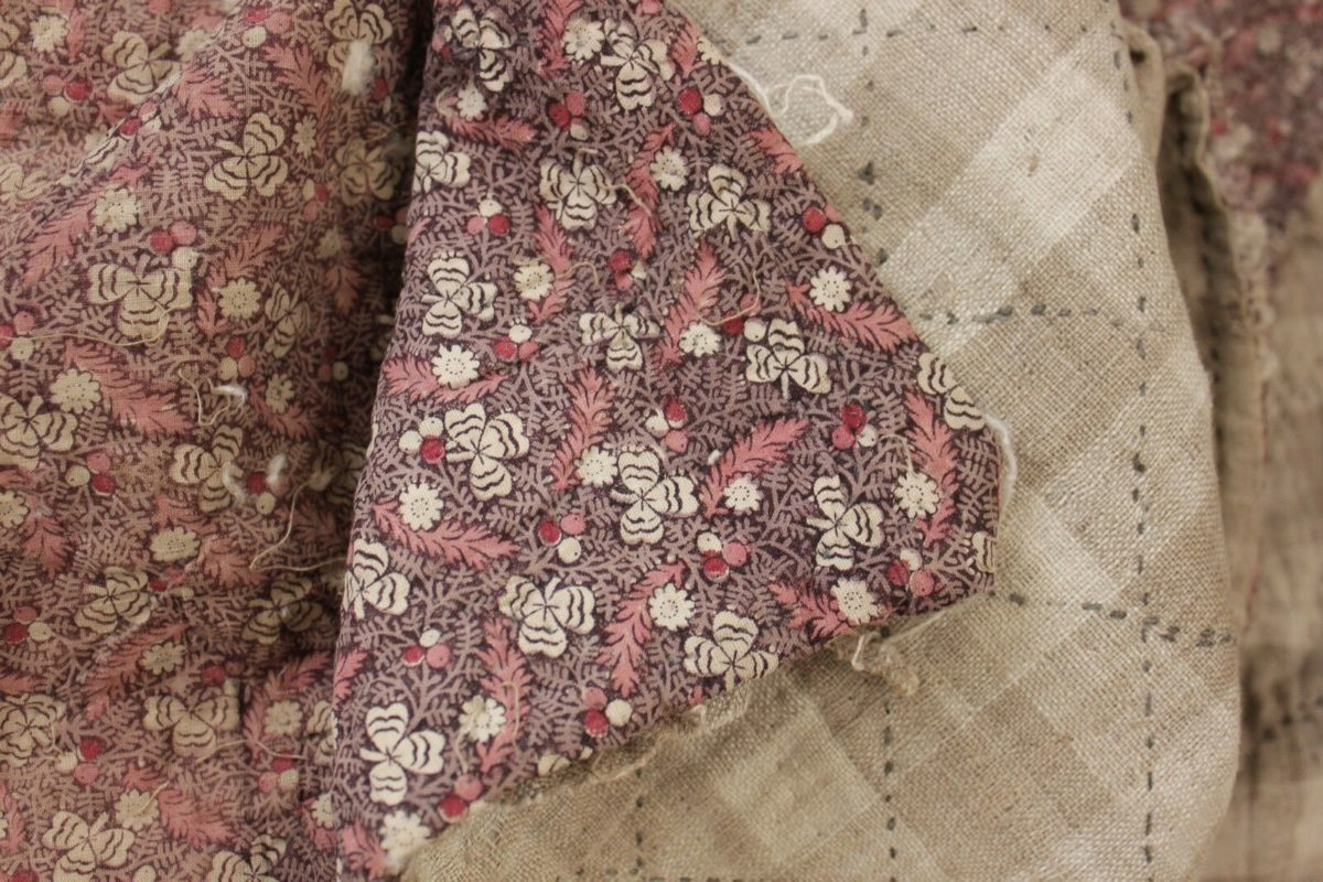 Quilt Antique French Boutis piquee 18th century small scale pattern 1790