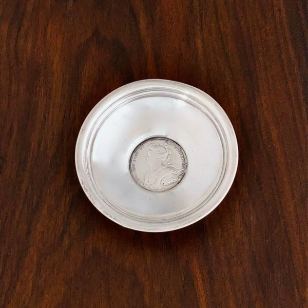 - STERLING SILVER FOOTED BOWL 1703 QUEEN ANNE COMMEMORATIVE SILVER COIN INSET