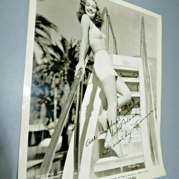 SIGNED DOROTHY LAMOUR vintage glossy 8x10 b&w cheesecake photograph 1943 Paramt
