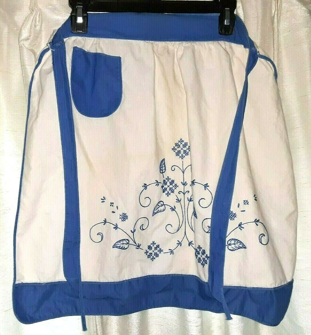 APRON Blue White Hand-Crafted Kitchen Collectible Linens & Textiles Embroidered