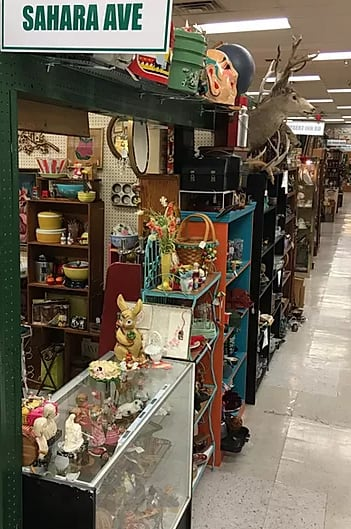 Paradise Valley Antique Mall - Antique Trader