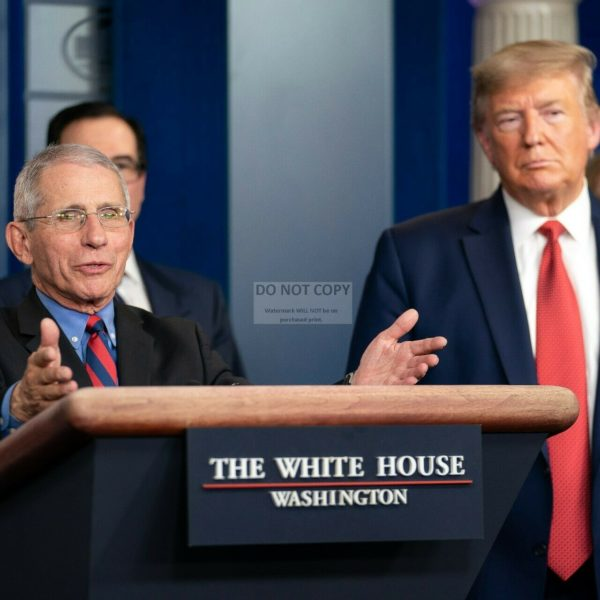 PRESIDENT DONALD TRUMP AND DR. ANTHONY FAUCI - 8X10 PHOTO (BT302)