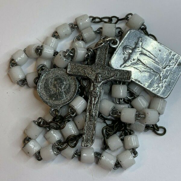 "† ANTIQUE SCAPULAR MEDAL & MILK WHITE BLOWN CUT ART GLASS TINY ROSARY 18 1/2"" †"