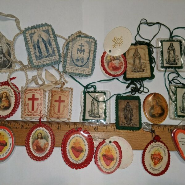 VINTAGE RELIGIOUS LOT SCAPULARS POPE PIUS IX, SACRED HEART AND MORE